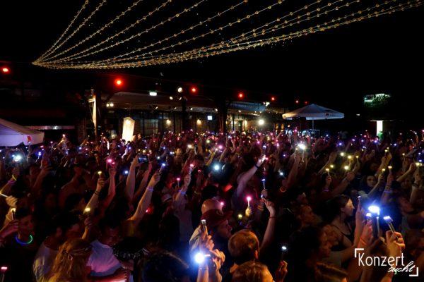 Rausgegangen Zusammen Leuchten Festival